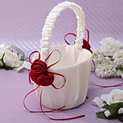 バラの花びらのフラワーガールのバスケットとアイボリーのサテンのシックなフラワーバスケット