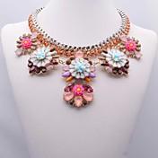 女性のファッション花柄のネックレス