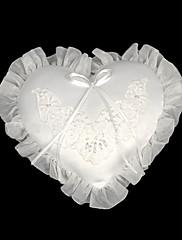 bílé mini srdce saténové svatební prsten na doručitele polštář