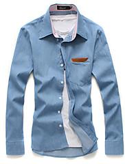 štíhlé pánské džínové košile s kapsou podrobně