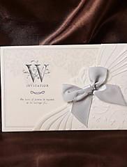 Bowkontとヴィンテージの花エンボス結婚式の招待状(50セット)