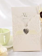 リボンでシンプルなエンボス結婚式の招待状(50セット)