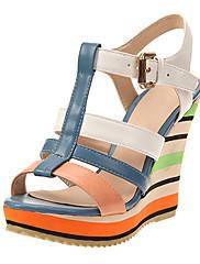 レザー女性のウェッジヒールTストラップサンダルの靴