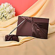 Hochzeit Gästebuch und Stift in Schokolade Satin Zeichen in Buch gesetzt