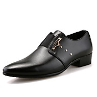 Miehet kengät Tekonahka Kevät Kesä Syksy Talvi muodollinen Kengät Oxford-kengät Kävely Koristehelmillä Solmittavat Käyttötarkoitus Häät