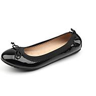 Damen-Flache Schuhe-Outddor / Kleid-Kunstleder-Flacher Absatz-Komfort-Schwarz / Rot / Grau