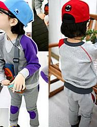 couleur correspondant à un pantalon bébé correctifs t-shirt mis en