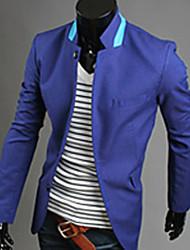 Soporte elegante traje ocasional del collar de los hombres