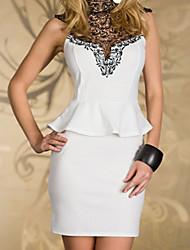 Haute Rare mini robe péplum brodé du cou des femmes