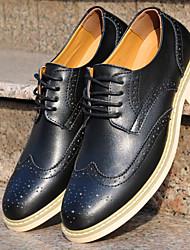 Zapatos de Hombre Oxfords Oficina y Trabajo / Vestido / Casual / Fiesta y Noche Cuero Sintético Negro / Marrón