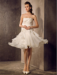 Lanting Bride® A-line / Princess Petite / Plus Sizes Wedding Dress - Classic & Timeless / Reception Knee-length Strapless Organza with