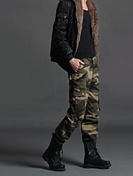 Chinos hombres con estilo con el bolsillo de múltiples
