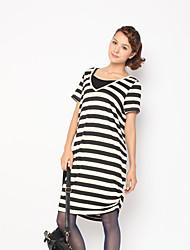 Zoely Frauen Süßer V-Ausschnitt, Schwarz-Weiß-Streifen-H-Line Loose Fit Kurzarm Kleid 101121L055