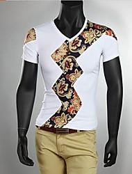 v cuello de la impresión delgada de la camiseta de los hombres (el color y la ubicación de estampado floral al azar)