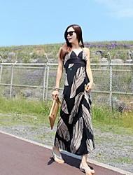 Modelo de la hoja Negro de la mujer del vestido