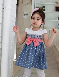 Patrón de moda elegante de la mariposa de la muchacha de vestido de los puntos Impreso