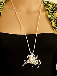 Plein de diamants Pegasus chandail pendant la Chaîne de femmes long collier