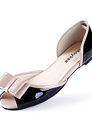 Calçados Femininos - Sandálias - Peep Toe - Rasteiro - Preto - Couro Envernizado - Casual