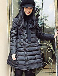 long manteau des femmes de coton-rembourré dans les vêtements de fourrure de raton laveur