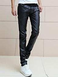 Männer der koreanischen Art der Flut gebunden Füße Jeans