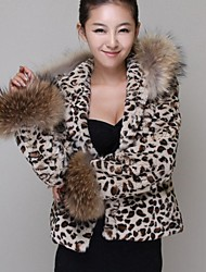 Women's Raccoon Fur Collar Short Hooded Leopard Fur Imitation Fur Coat.
