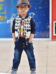 pantalones de leopardo del muchacho