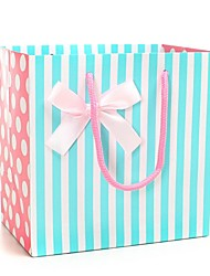 azul e branco listras padrão sacos de presente