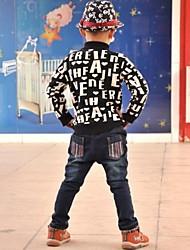 cor de tarja calças jeans do garoto