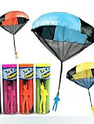 la main de l'enfant jeté en parachute jouets éducatifs livraison aléatoires