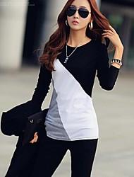 la costura fina de las mujeres rinden camisetas
