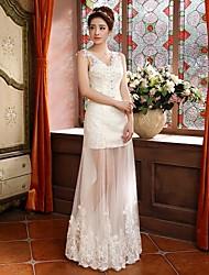 Sheath/Column Plus Sizes Wedding Dress - Ivory Floor-length V-neck Lace/Tulle