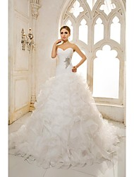 A-line Petite / Plus Sizes Wedding Dress Chapel Train Sweetheart Organza / Satin with
