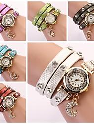Montre cadran rond multi-couche bande lune bracelet de mode analogique pendentif en quartz des femmes (couleurs assorties)