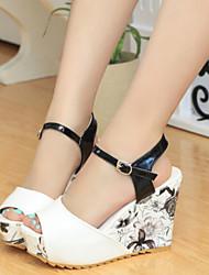 Keilabsatz - 6-9cm - Damenschuhe - Sandalen ( Lackleder/Gummi , Blau/Rosa/Weiß )