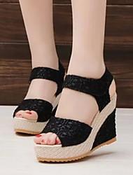 Keilabsatz - 6-9cm - Damenschuhe - Sandalen ( Kunstpelz , Schwarz/Mandelfarben )