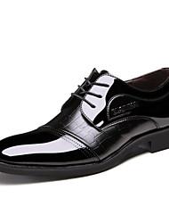 Masculino-Saltos-Sapatos com Bolsa Combinando-Salto Baixo-Preto / Marrom-Couro Envernizado-Ar-Livre / Escritório & Trabalho / Casual /