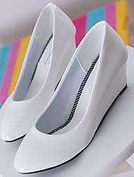 Pumps/Heels ( PU/Couro Sintético , Preto/Branco/Amêndoa ) Sapatos de Senhora - Salto Plataforma - 3-6cm