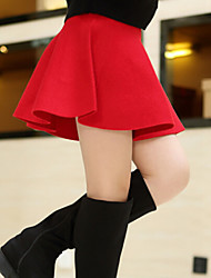 Girl'S Put On A Large Wool Skirts