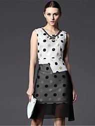 2015 Fashion Women Round Neck Sleeveless Polka Dot Chiffon Dress Stitching Black and White Irregular Dress