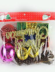 Árvore de Natal pedante, um saco do presente grande e um saco pequeno presente