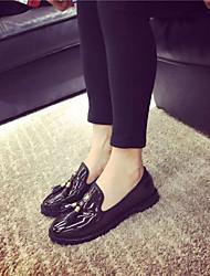 Calçados Femininos - Mocassins - Modelos - Rasteiro - Preto / Marrom - Couro Envernizado - Casual