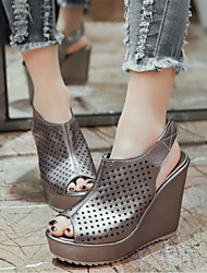 Women's Shoes Leatherette Wedge Heel Wedges / Peep Toe Sandals Office & Career / Dress / Casual Silver / Gray / Gold