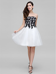 Cocktail Party Dress A-line Strapless Knee-length Tulle with Appliques / Bow(s) / Lace