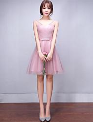 Corta / Mini Tul Vestido de Dama de Honor Corte en A Cuello en V con Lazo(s)