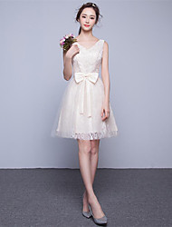 Short/Mini Lace Bridesmaid Dress-Champagne A-line V-neck