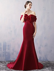 Formal Evening Dress Trumpet / Mermaid Off-the-shoulder Court Train Organza / Satin with Ruffles