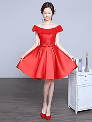 Cocktail Party Dress A-line Bateau Knee-length Lace / Satin with Lace / Cascading Ruffles