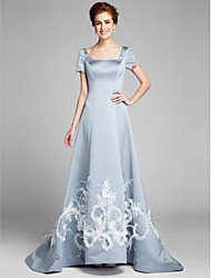 Lanting Bride® A-line Mother of the Bride Dress Court Train Short Sleeve Satin with Appliques / Feathers / Fur