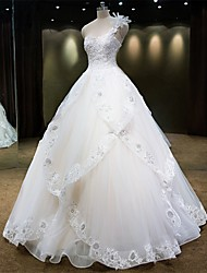 Princess Wedding Dress Floor-length One Shoulder Tulle with Beading / Lace