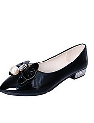 Women's Boat Shoes Summer / Fall Pointed Toe Patent Leather Casual Flat Heel Beading Black / White Others